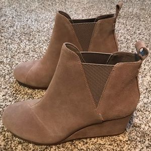 TOMS Taupe Gray Suede Women's Kelsey Booties